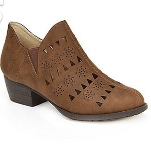 Jambi Evelyn clog boots
